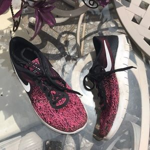 Nike Flex Contact Athletic Tennis Shoes size 7Y 🌟